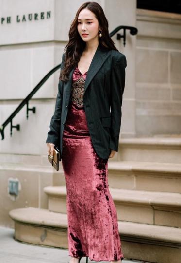 平时不敢穿仙女裙 开春搭配西装外套正时髦