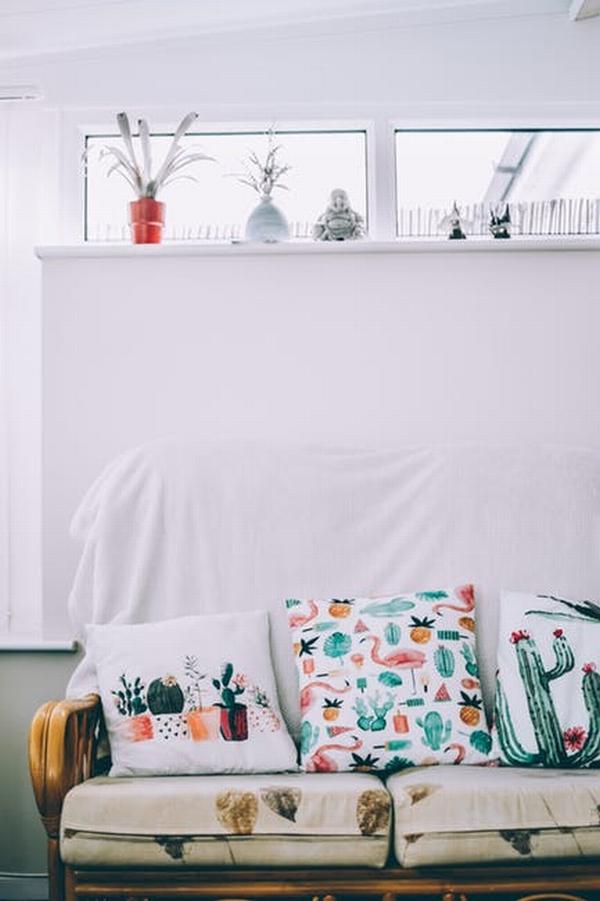 花色沙發  圖片源自pexels