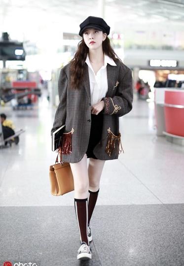 夏天正式进入倒计时,宋妍霏的oversized西服可以穿出街了!