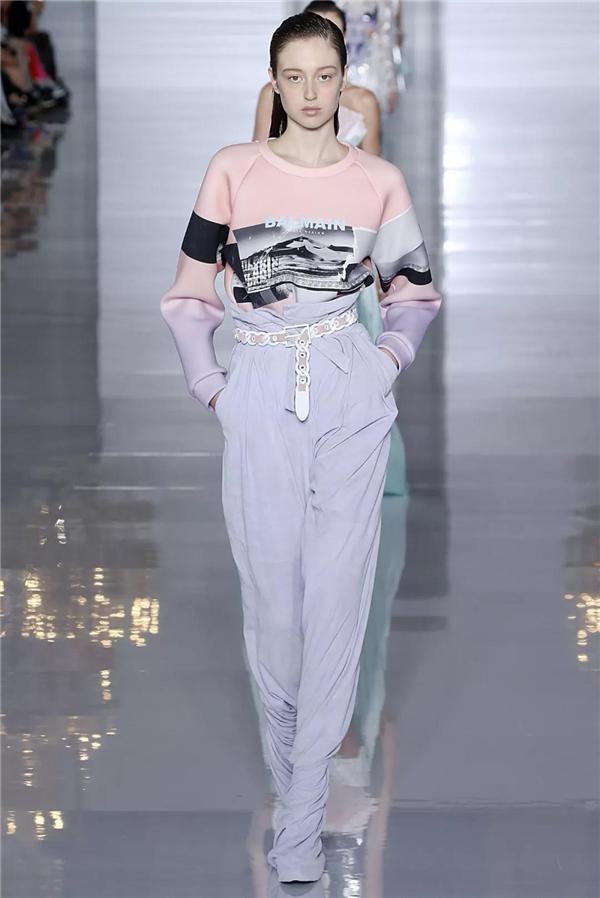 2019春夏巴黎时装周:Balmain 品牌秀场(图片来自视觉中国VCG)