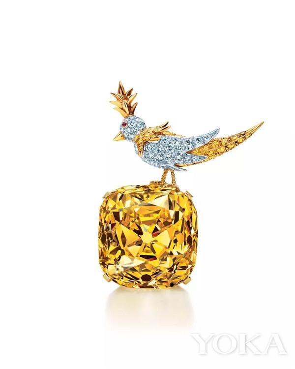 「The Tiffany Diamond」蒂芙尼传奇黄钻镶嵌于让·史隆伯杰的作品「石上鸟」(图片来源于品牌)