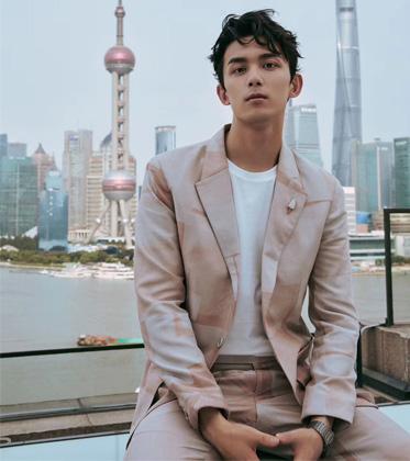 哥哥弟弟空降上海,誰的配飾最暗戳戳撩人?
