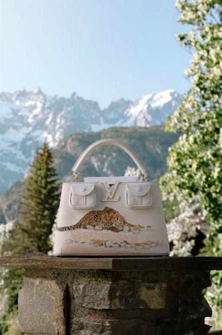 艺术家Paola Pivi设计的路易威登ArtyCapucines手袋
